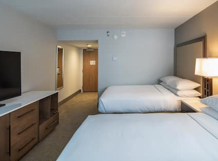 Guest Room with Two Queen size Beds and HDTV