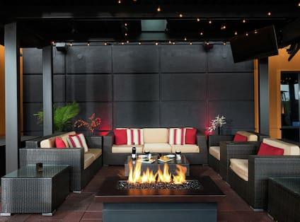 AXELS Patio Lounge