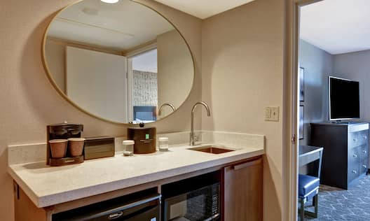 Suite Wet Bar with Room Technology