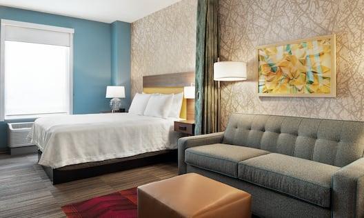 Guest Studio Bedroom with Queen Bed