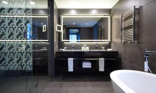Diplomat bathroom