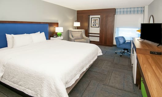 King Guestroom with Bed, Work Desk, Lounge Area, and Room Technology