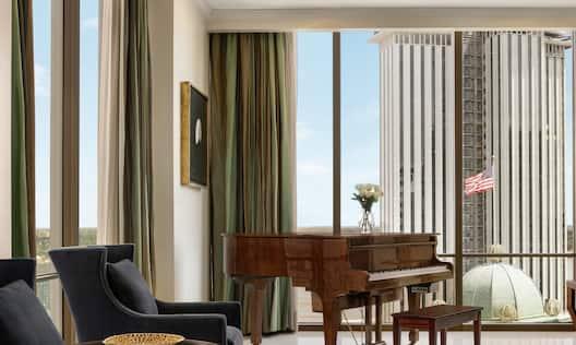 17TH FLOOR, 2 BEDROOM PENTHOUSE SUITE