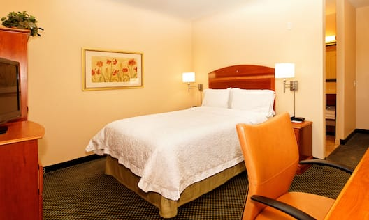 King Guestroom with Bed, Room Technology, and Work Desk