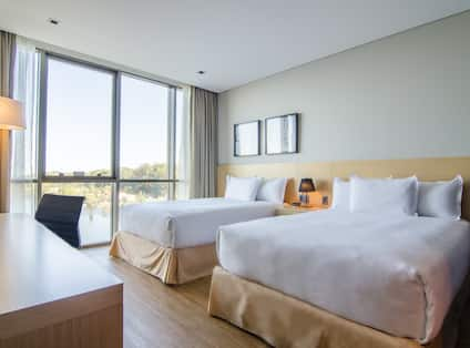 Deluxe Room with 2 Beds and Lake View