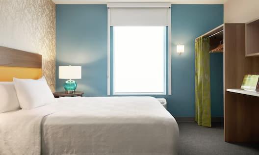Studio Suite with Queen Bed