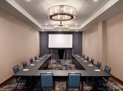 u shape setup in meeting room
