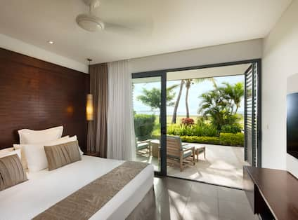 Suite with Beachfront View