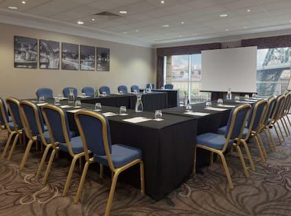 Small meeting room with u-shape set up