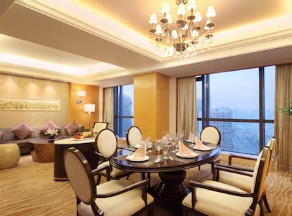 Premier One Bedroom Suite with Lounge and River View
