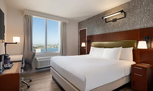 King Bedroom with River View