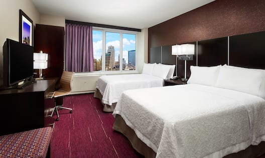 Queen bed room with city view
