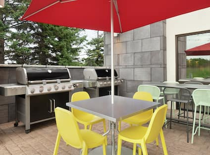 Outdoor Area with Grill