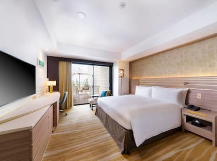 Accessible Guestroom with King Bed, Work Desk, Television, Outside View and Balcony