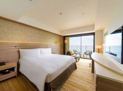 Guestroom with King Bed, Television, Ocean View and Balcony