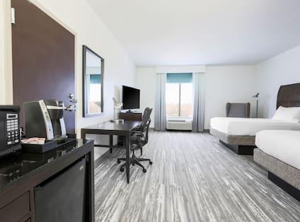 Wet Bar and Work Desk in Double Queen Room