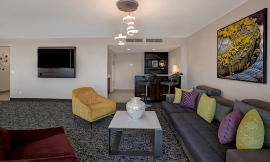 guest room lounge area television and wet bar
