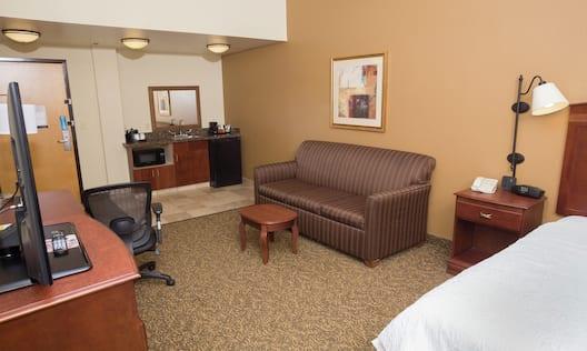 King Study Sitting Area