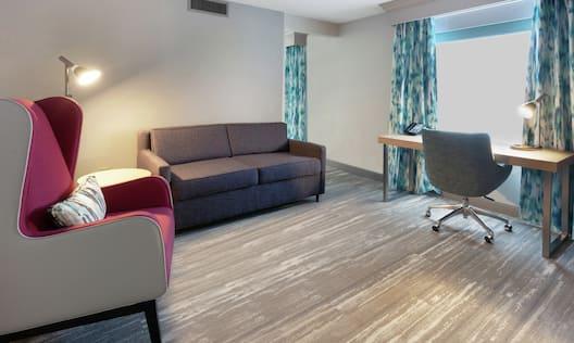 King Junior Suite Living Room