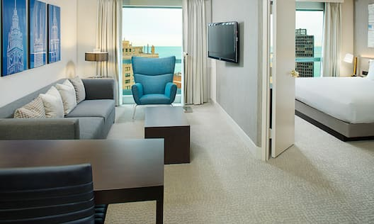 King Suite with Lakeview