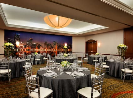 Lakeshore Rounds Meeting Room