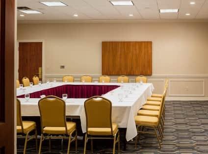 Cole Porter Meeting Room Square Shape Set Up