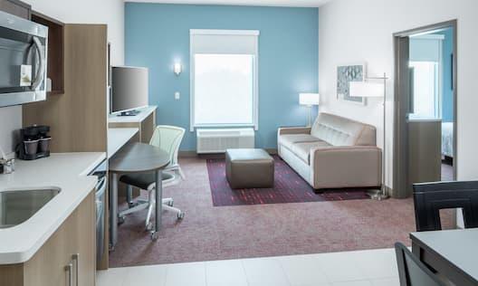 Single King One Bedroom Guestroom Suite
