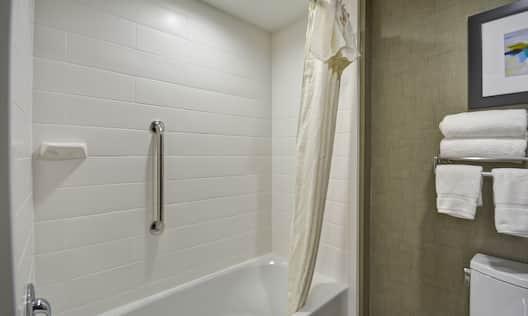 Homewood Suites by Hilton Orlando Theme Parks - Bathroom Tub and Towel Racks