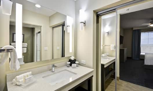Homewood Suites by Hilton Orlando Theme Parks - Bathroom Vanity/Sink