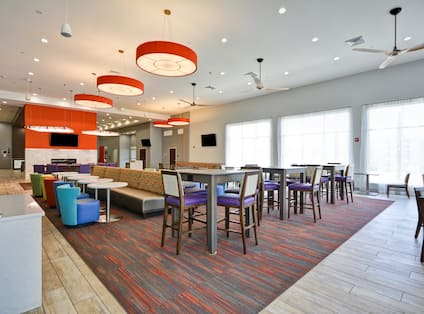Homewood Suites by Hilton Orlando Theme Parks - Dining Room Area Seating