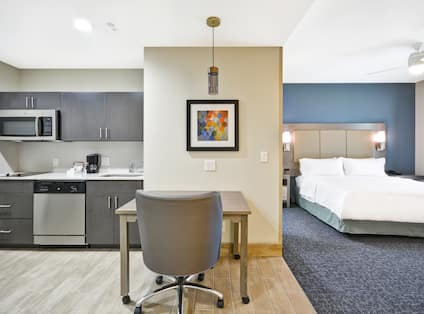 Homewood Suites by Hilton Orlando Theme Parks - Outdoor Pool and Exterior Hotel View