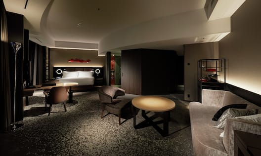King Executive Suite Living and Lounge Area