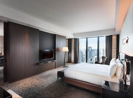 King Executive Suite Bedroom