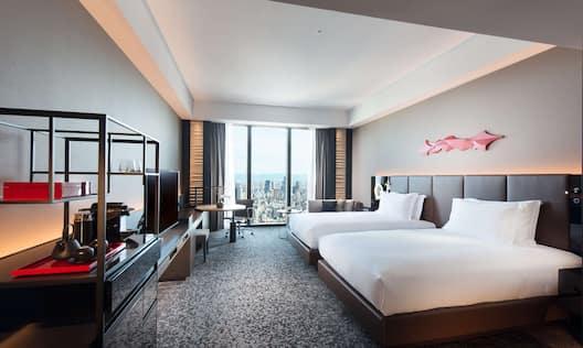 Twin Deluxe King Beds Guestroom