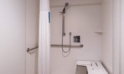 Hampton Inn Channel Islands Harbor Hotel, CA - Roll-In Shower