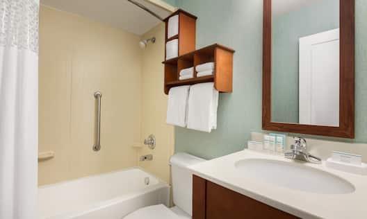 Hampton Inn Portland/Clackamas Hotel, OR - Guest Bathroom Vanity, Toilet and Tub/Shower Combo