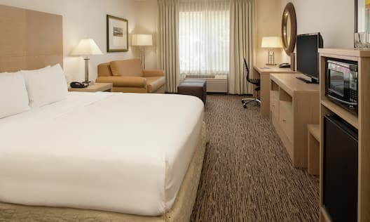 1 King Bed Room - Amenities Delivered to Room
