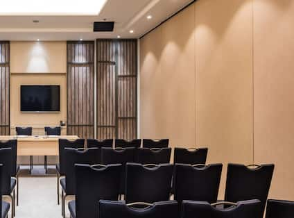 Meeting Room Theater Setup with Wall Mounted HDTV
