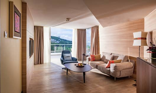 King Guestroom Suite with Lounge Area and Outside View with Terrace
