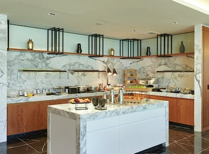 Executive Lounge with Breakfast Area