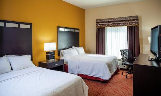 Double Queen Beds Guestroom