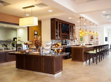 Breakfast Area and Bar