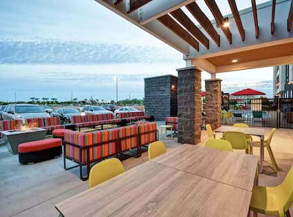 Outdoor Patio and Lounge Area