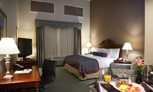 1 King Bed-Nonsmoking