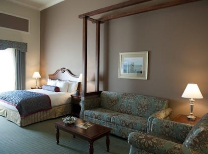 Accessible Guest Suite - 1 King Bed