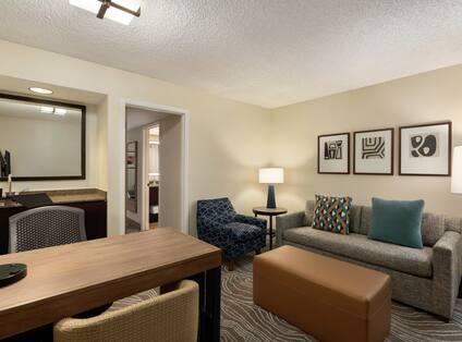 1 K Bed Suite