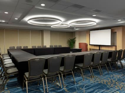 Waters Edge Meeting Room with U-Shaped Seating