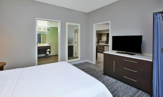 Accessible Room with Queen Bed and TV