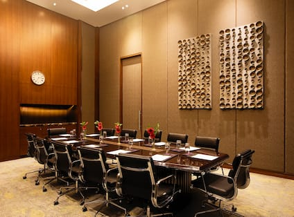 Tulip Meeting Room with Seating for 12 Guests
