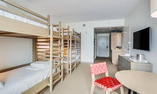 Double Bunk Bed Guestroom